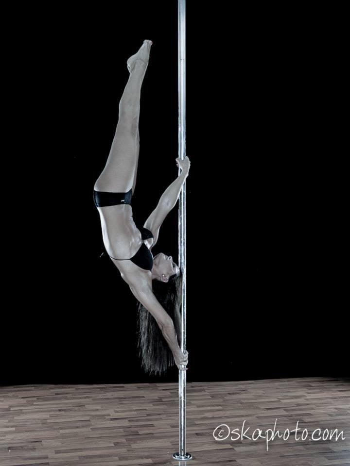 Aurelia Bissoli Pole dance 01